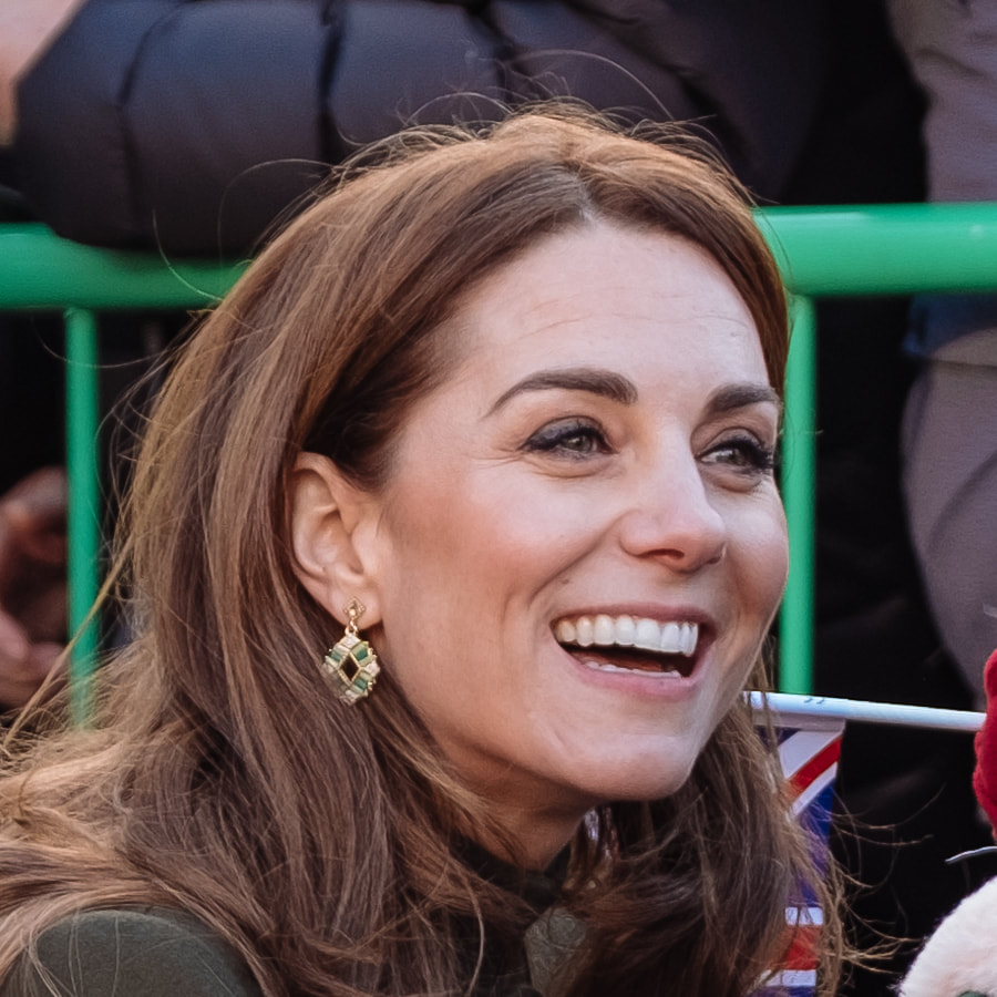 Duchess Kate wears Zeen Dazzling Ceramic Drop Earrings