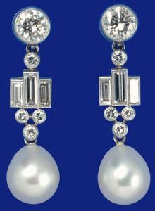 Queen Elizabeth II Bahrain Pearl Drop Earrings