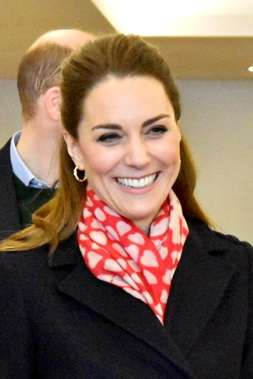 Duchess Kate Middleton wears Beulah London Shibani Red and Ecru Scarf